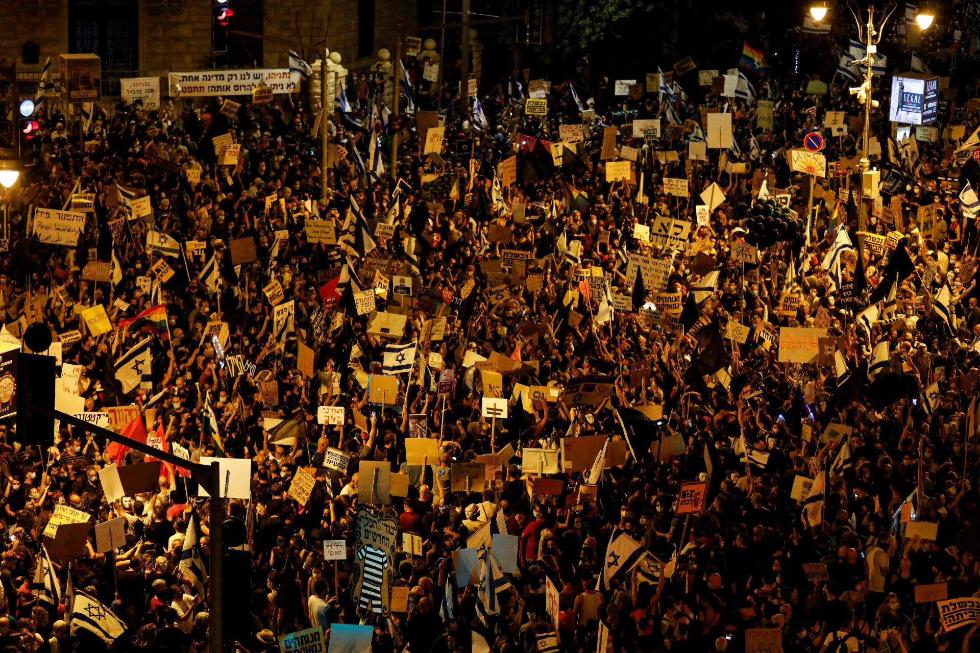 SEDMICAMA NA ULICAMA! Hiljade Izraelaca na protestu protiv Netanyahua: 'Njegov odgovor na koronu je kriminalan'