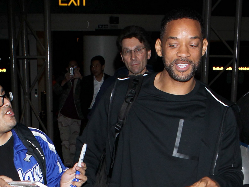 will-smith-getting-love-from-fans.bin