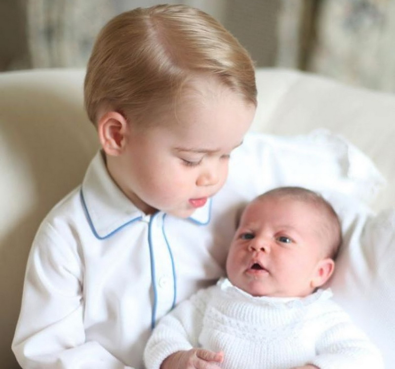 norfolk-06-06-2015-first-photos-of-prince-george-and-his-little-sister-princess-charlotte.bin