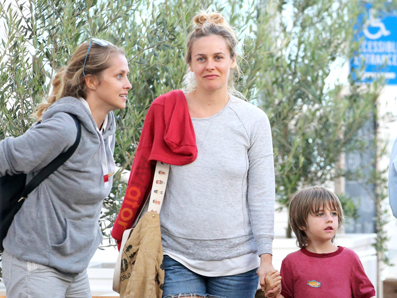 alicia-silverstone-weathers-family-scandal-with-brother-arrested-for-drugs.bin