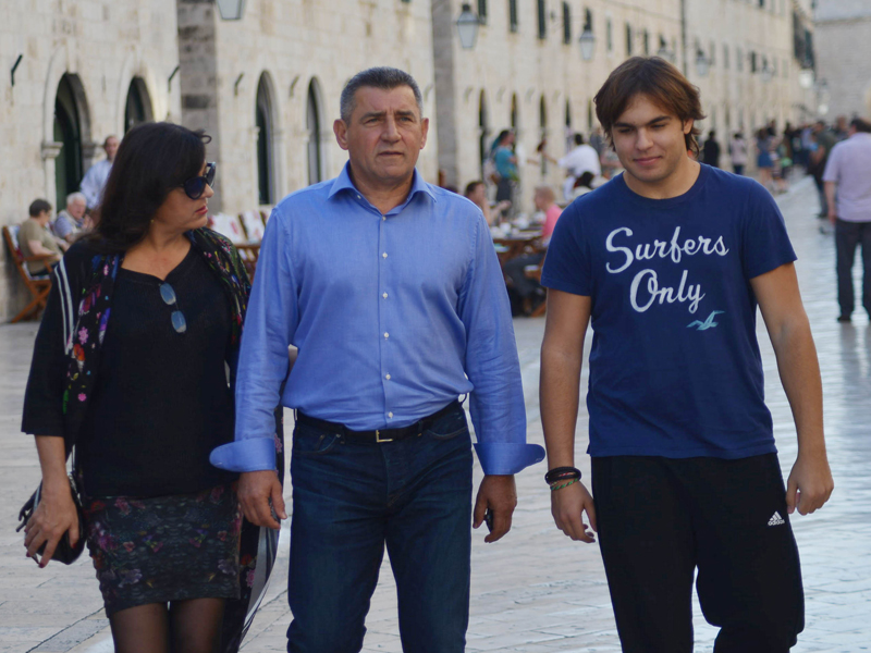 Dubrovnik, 281015. General Ante Gotovina, supruga Dunja i sin Ante prosetali su danas Stradunom. Foto: Zeljko Tutnjevic / Dubrovacki vjesnik / CROPIX
