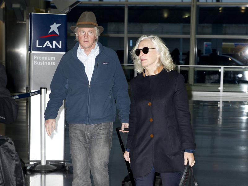 glenn-close-with-her-husband-david-shaw-at-jfk-airport-nyc.bin