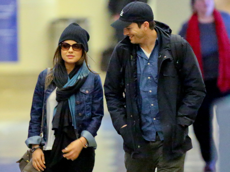 no-engagement-ring-for-mila-kunis-upon-lax-arrival-with-ashton-kutcher.bin