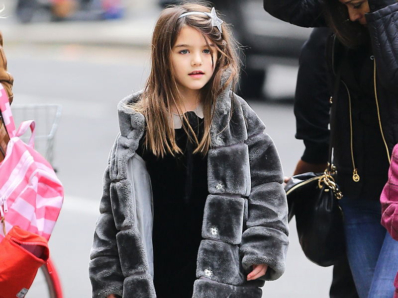 suri-cruise-spotted-out-with-a-friend-in-nyc-2.bin