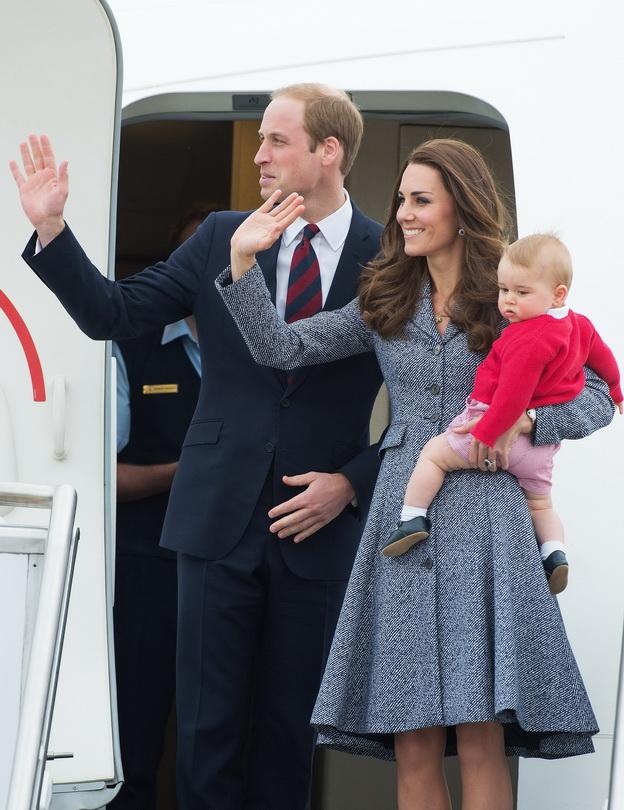 Catherine, Duchess of Cambridge, Prince William, Duke of Cambridge and baby Prince George leave Australia from Defence Establishment Fairbairn on April 25, 2014.     /HUSSEINANWAR_1401.02/Credit:HUSSEIN ANWAR/SIPA/1404251411