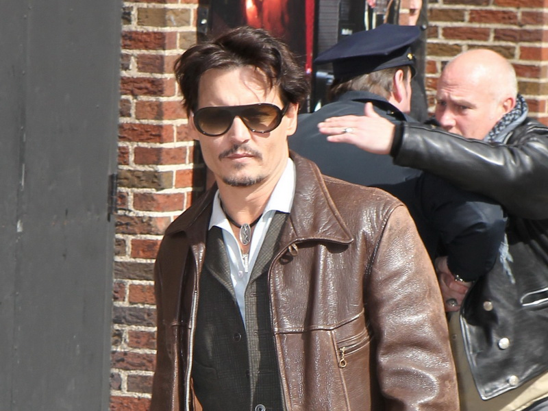 johnny-depp-arrives-at-the-late-show-in-style.bin
