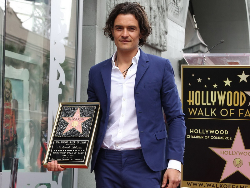 orlando-bloom-honored-with-star-on-the-hollywood-walk-of-fame-2.bin