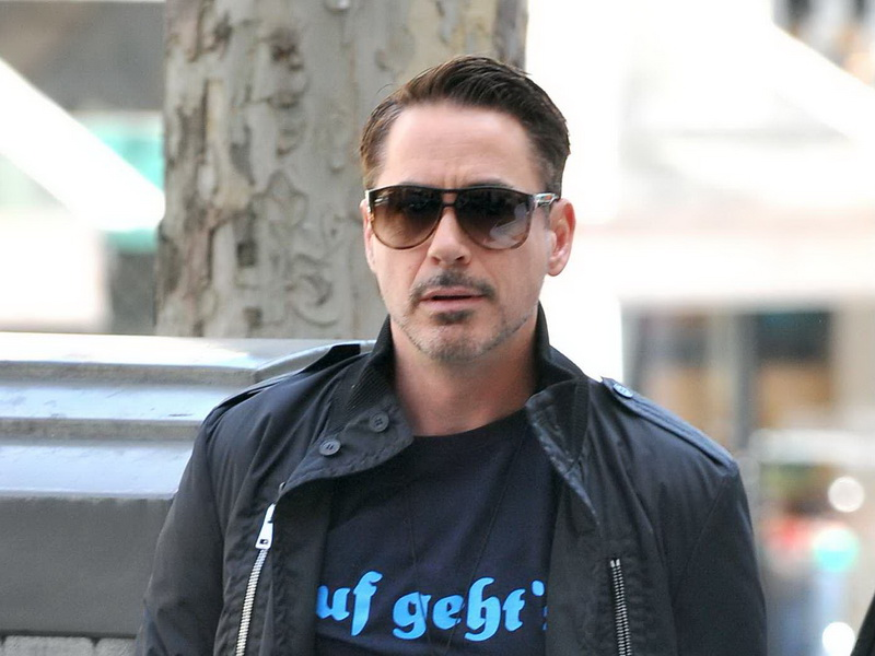 robert-downey-junior-and-family-have-lunch.bin