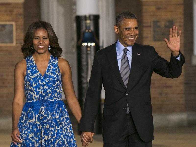 the-obamas-attend-marine-barracks-evening-parade.bin