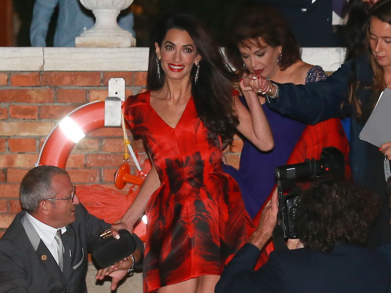 george-clooney-and-amal-alamuddin-seen-the-night-before-their-wedding-in-venice.bin