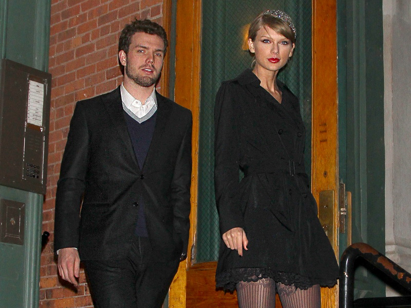 taylor-swift-heads-out-to-the-city-with-her-brother-austin.bin