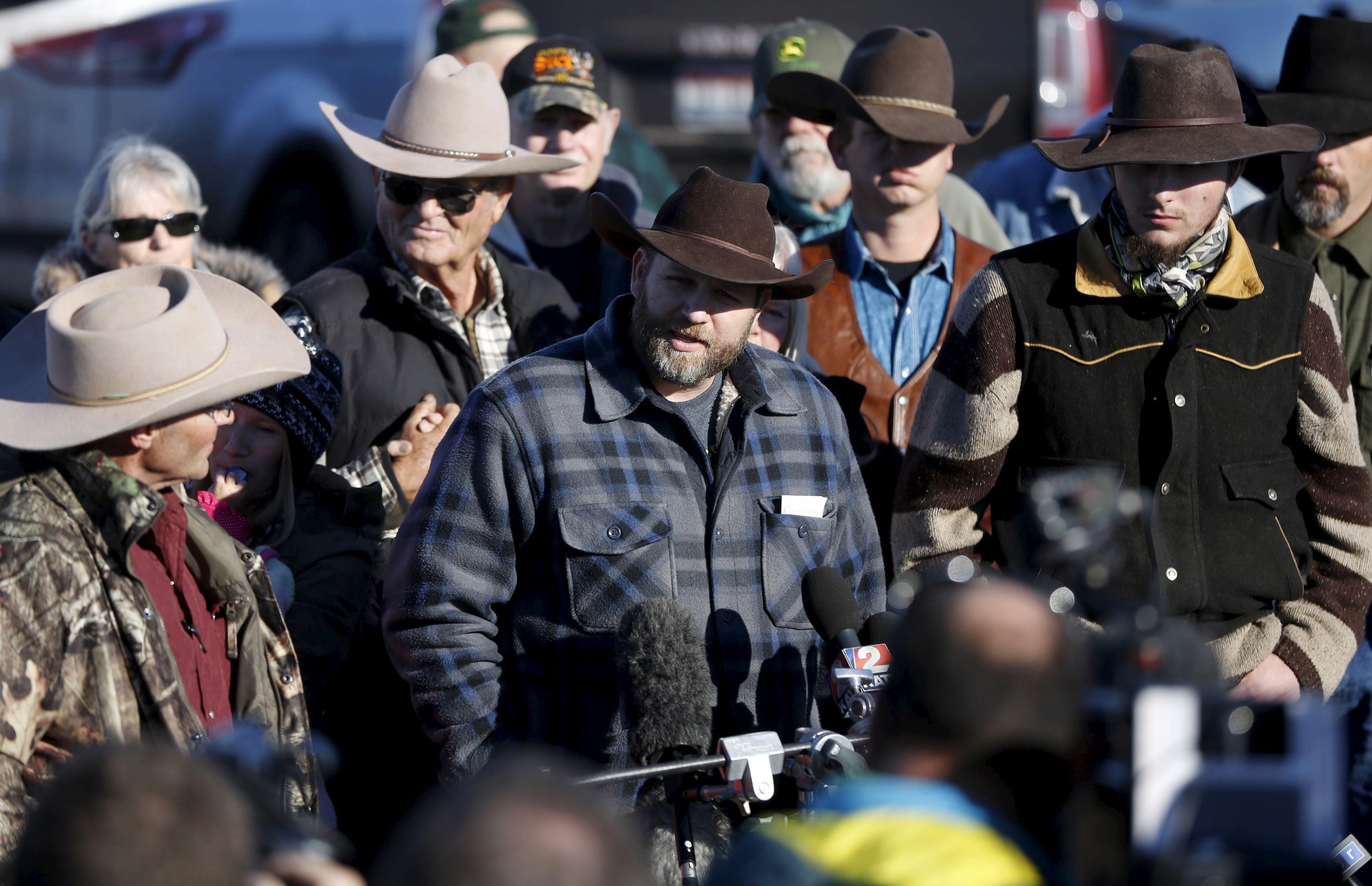 Vođa militanata Ammon Bundy daje izjavu medijima