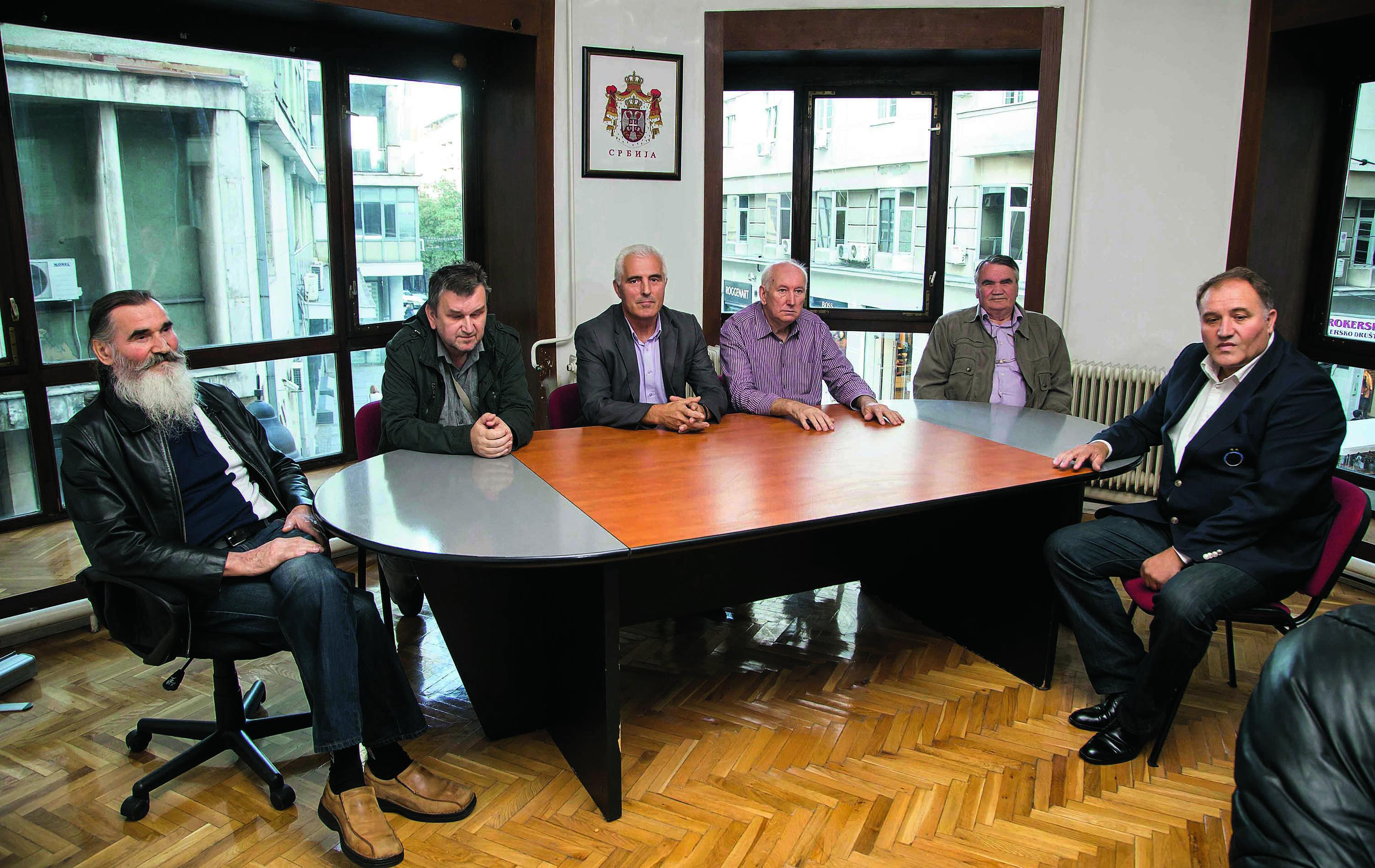 Vlada tzv. Republike Srpske Krajine u progonstvu: Janko Dobrijević, Ratko Ličina, Milorad Buha, Rajko Ležajić, Marko Dobrijević i Mirko Jović.