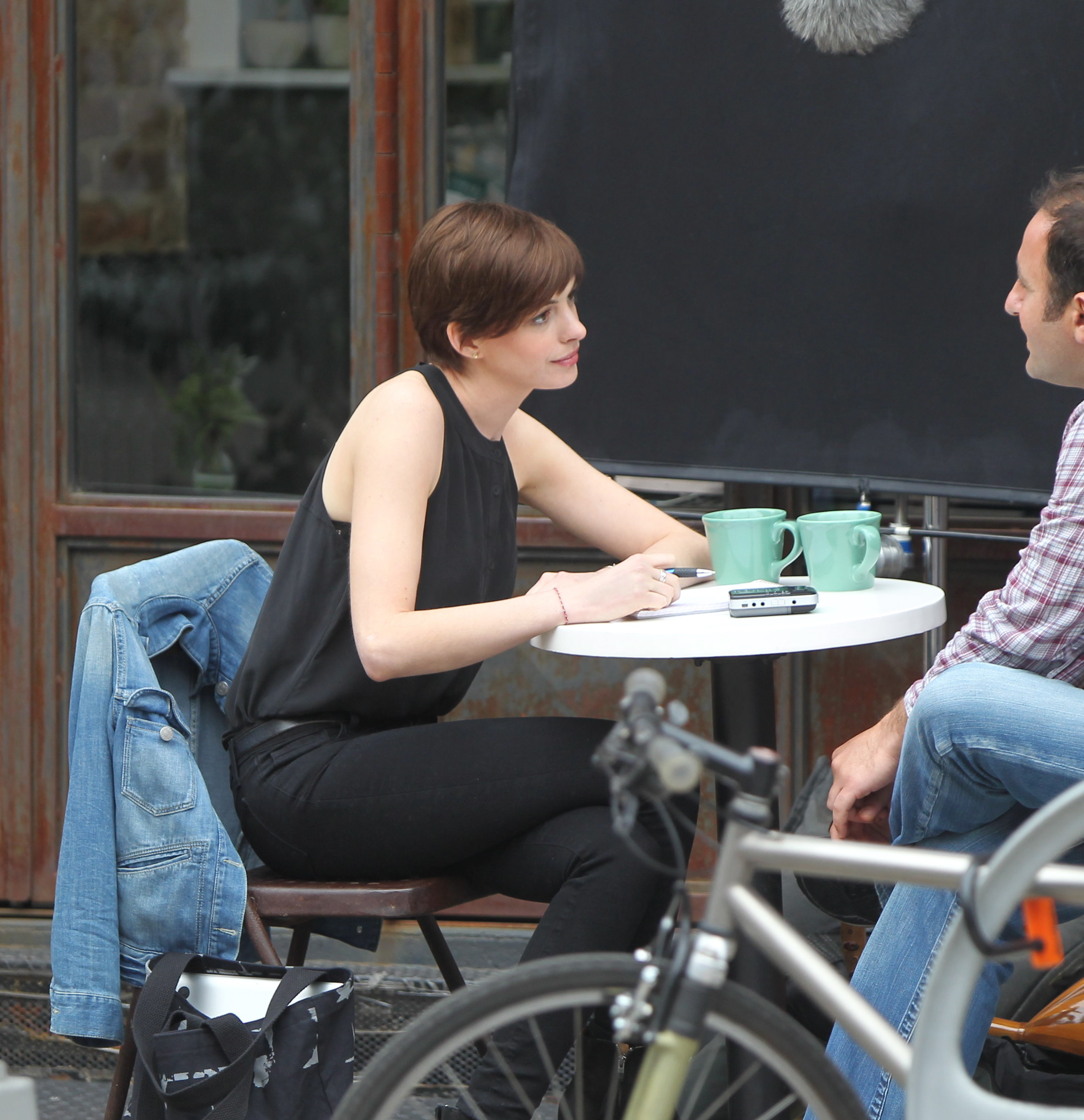 anne-hathaway-back-to-brown-and-back-to-work.bin
