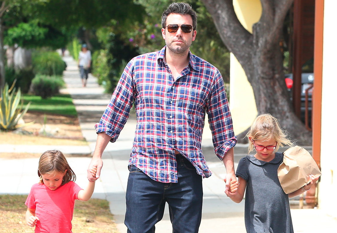 ben-affleck-takes-to-go-in-his-classic-car-2.bin