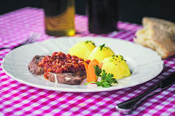 Zagreb, 271016.  Restoran Marenda Niko u ulici Kuniscak. Na fotografiji: kuhani jezik sa salsom i krumpirom. Foto: Neja Markicevic / CROPIX