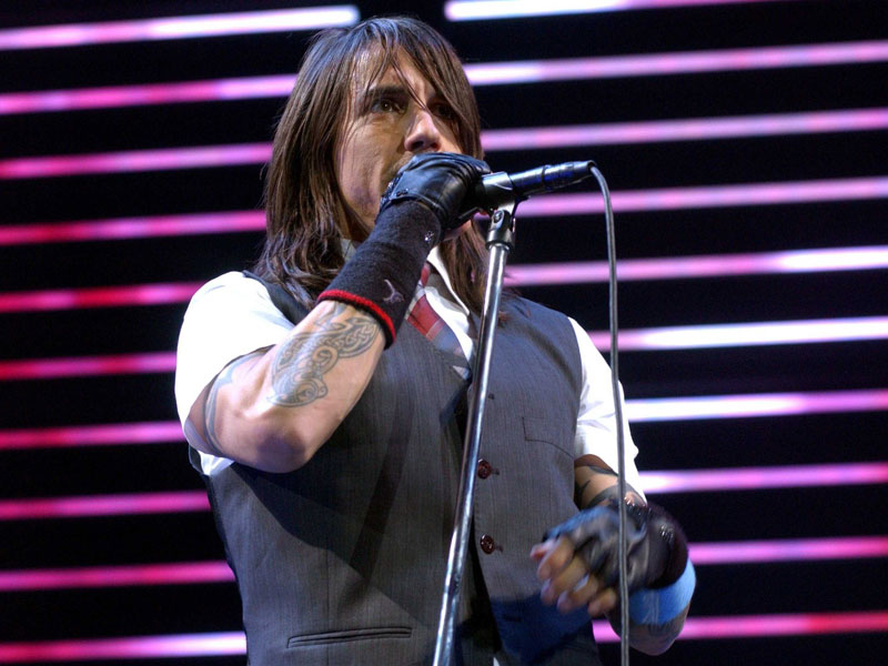 red_hot_chili_peppers_281111_800.bin