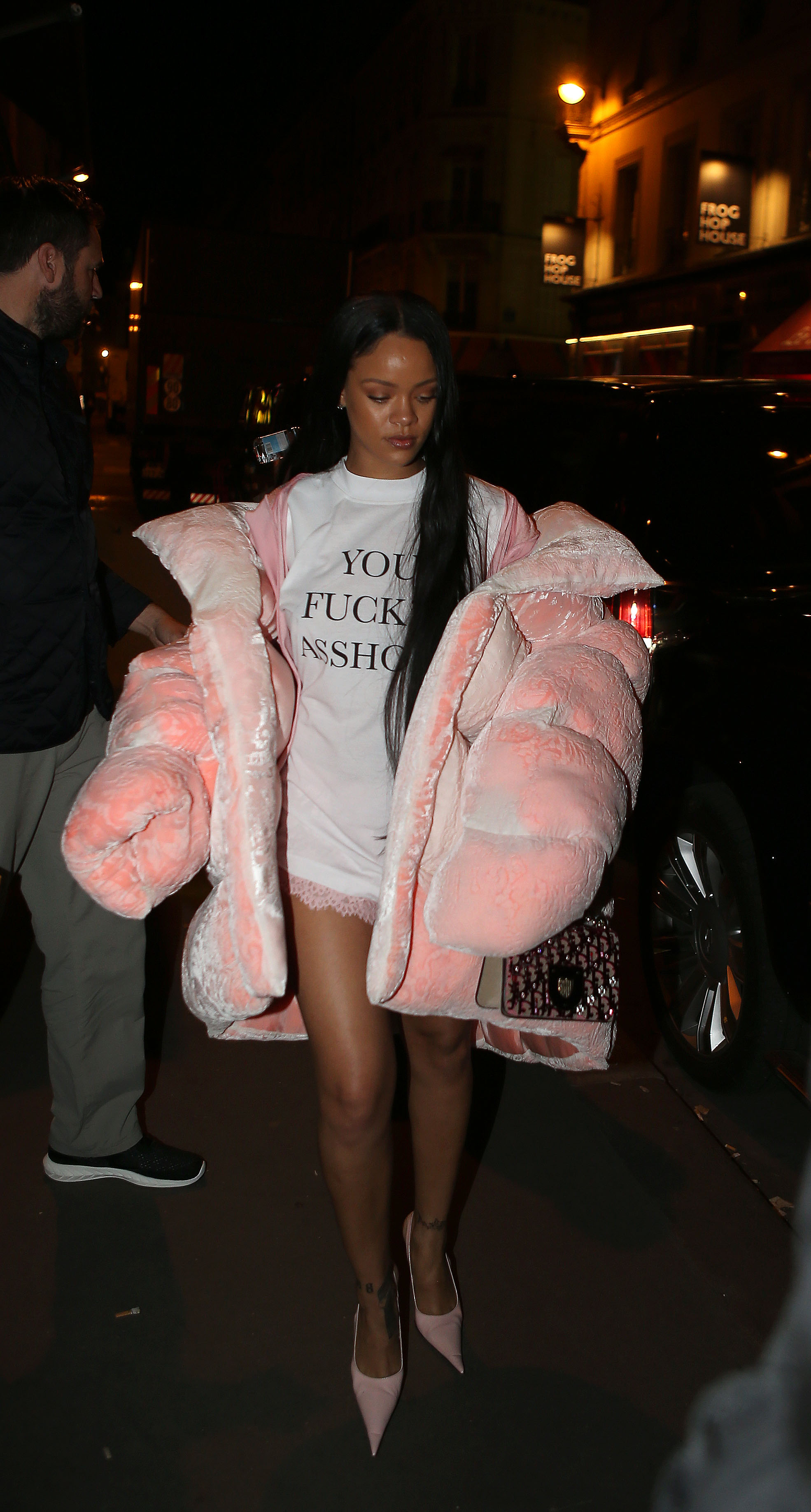 EXCLUSIF: Rihanna arrive au studio pour un shopping le 1 Octobre 2016 EXCLUSIVE: Rihanna went to studio for Puma Shooting advertising. After shooting she went to Marc Jacobs private appartment in Paris for a party., Image: 301667430, License: Rights-managed, Restrictions: , Model Release: no, Credit line: Profimedia, KCS Presse