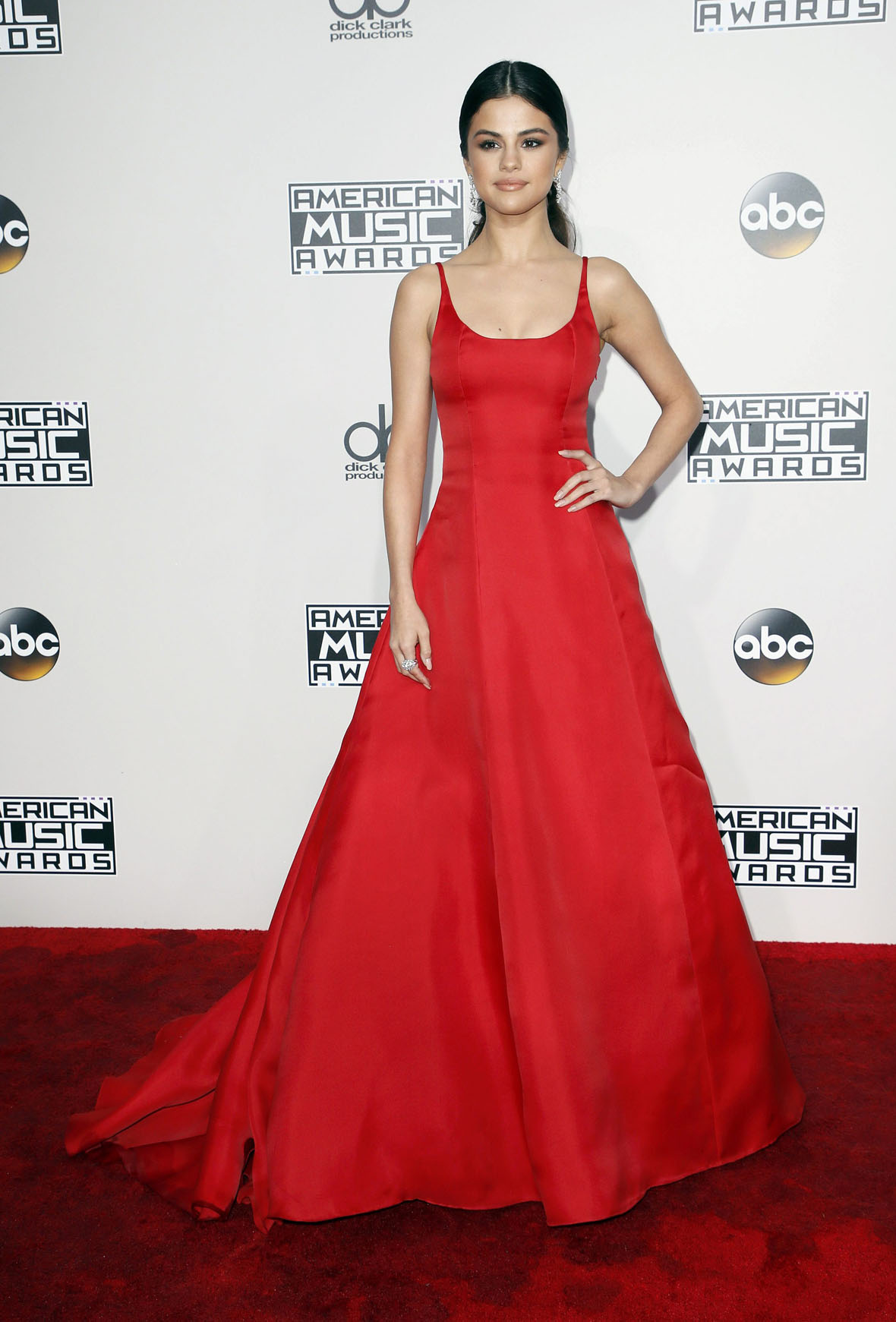 Singer Selena Gomez arrives at the 2016 American Music Awards in Los Angeles, California, U.S., November 20, 2016. REUTERS/Danny Moloshok