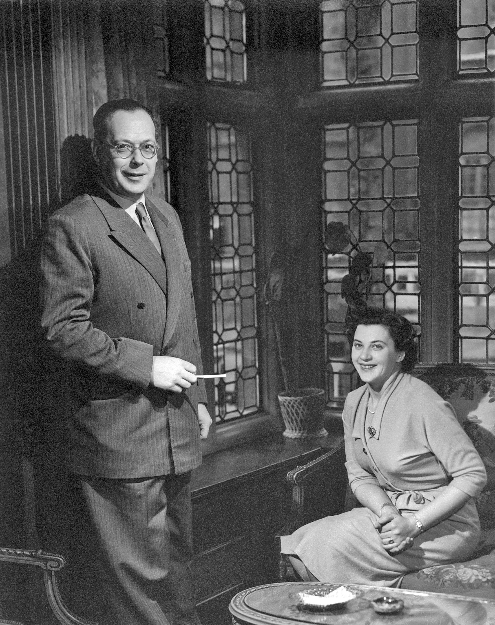 Kao ambasador Jugoslavije u Londonu 1953. godine, sa suprugom Verom. Prije Londona bio je veleposlanik u Rimu