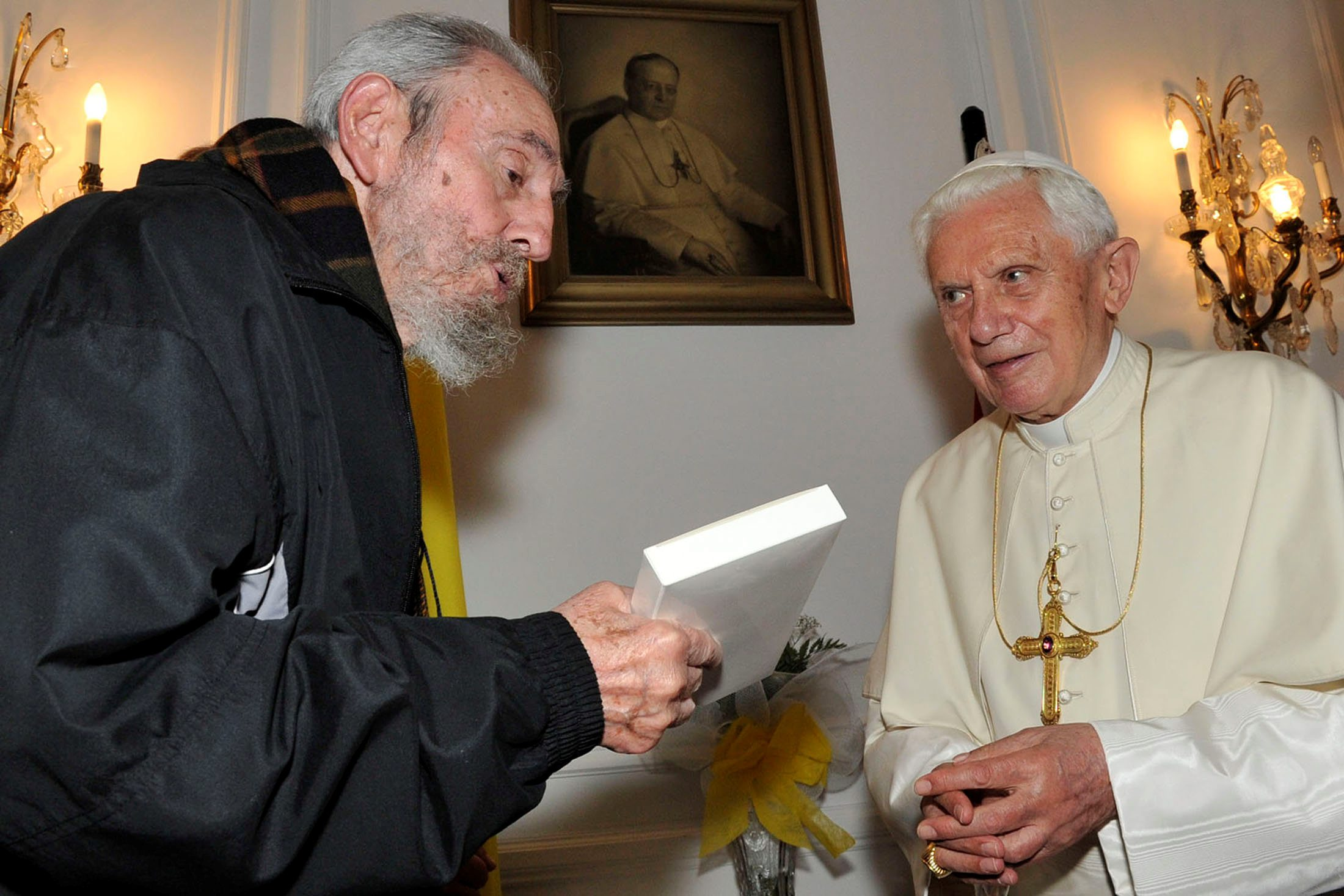 Pope Benedict XVI meets former Cuban leader Fidel Castro in Havana in this March 28, 2012 file photo. REUTERS/Alex Castro-Cubadebate/Handout/File Photo     ATTENTION EDITORS - THIS IMAGE WAS PROVIDED BY A THIRD PARTY. EDITORIAL USE ONLY.