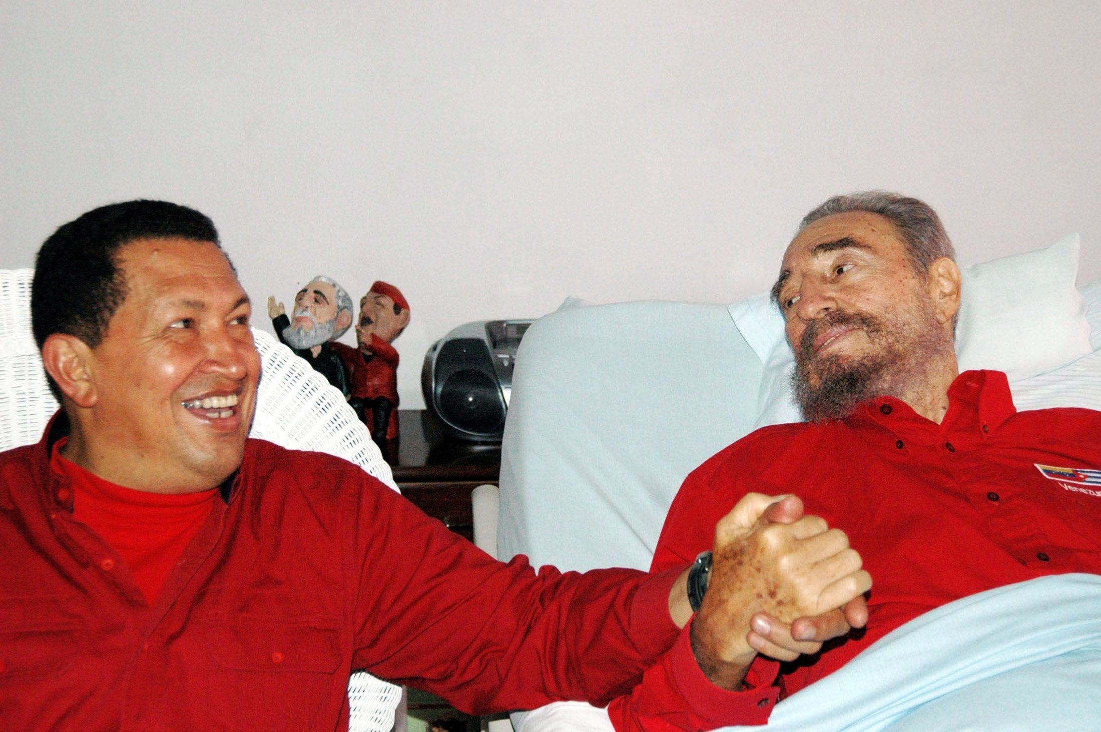 Venezuelan President Hugo Chavez (L) visits his then Cuban counterpart Fidel Castro in Havana in this August 13, 2006 file photo. REUTERS/Estudios Revolucion-Granma/Handout/File Photo      ATTENTION EDITORS - THIS IMAGE WAS PROVIDED BY A THIRD PARTY. EDITORIAL USE ONLY.