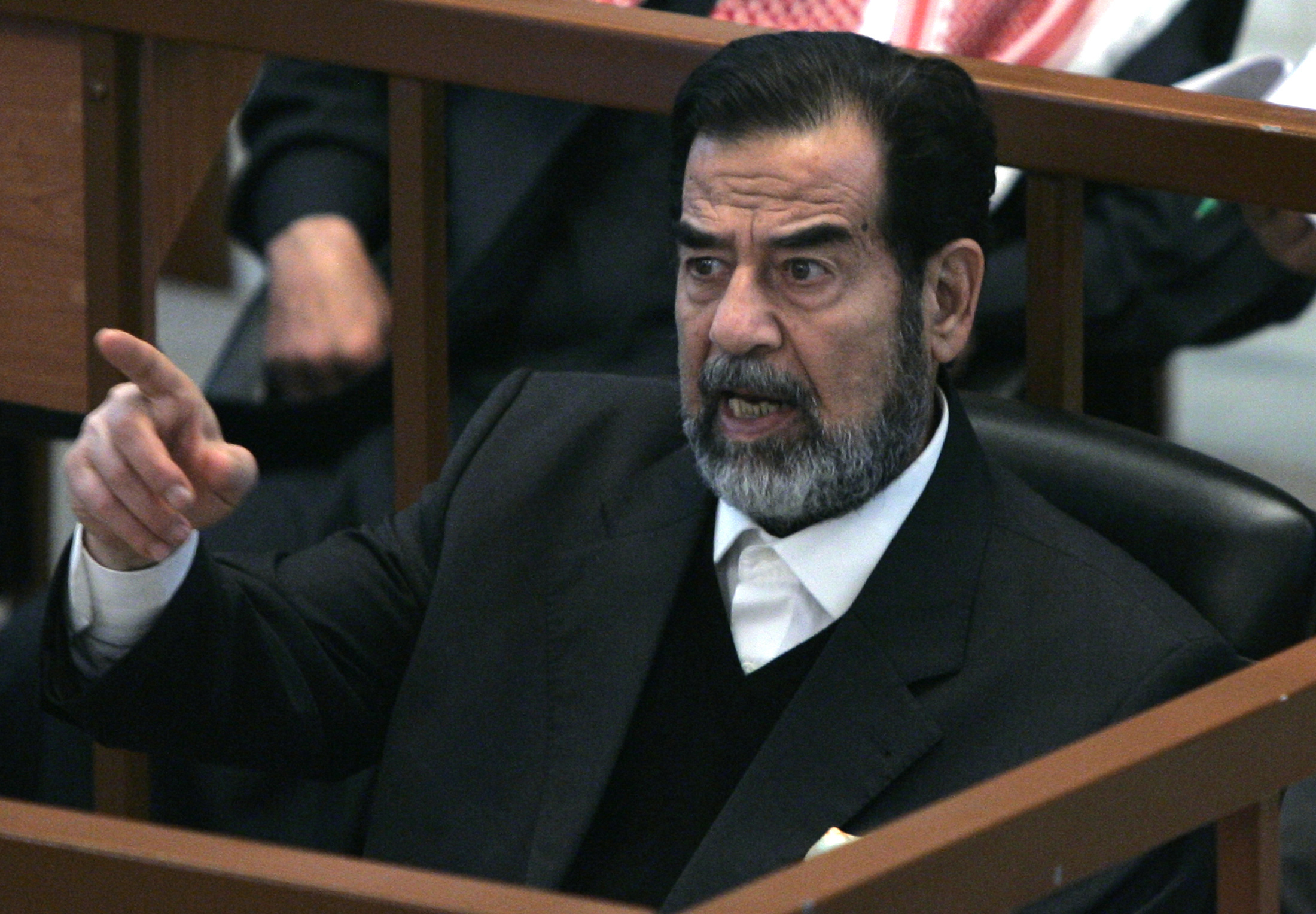 Ousted Iraqi President Saddam Hussein reacts in court during the Anfal genocide trial in Baghdad December 21, 2006.  REUTERS/Nikola Solic    (IRAQ) - RTR1KLSJ