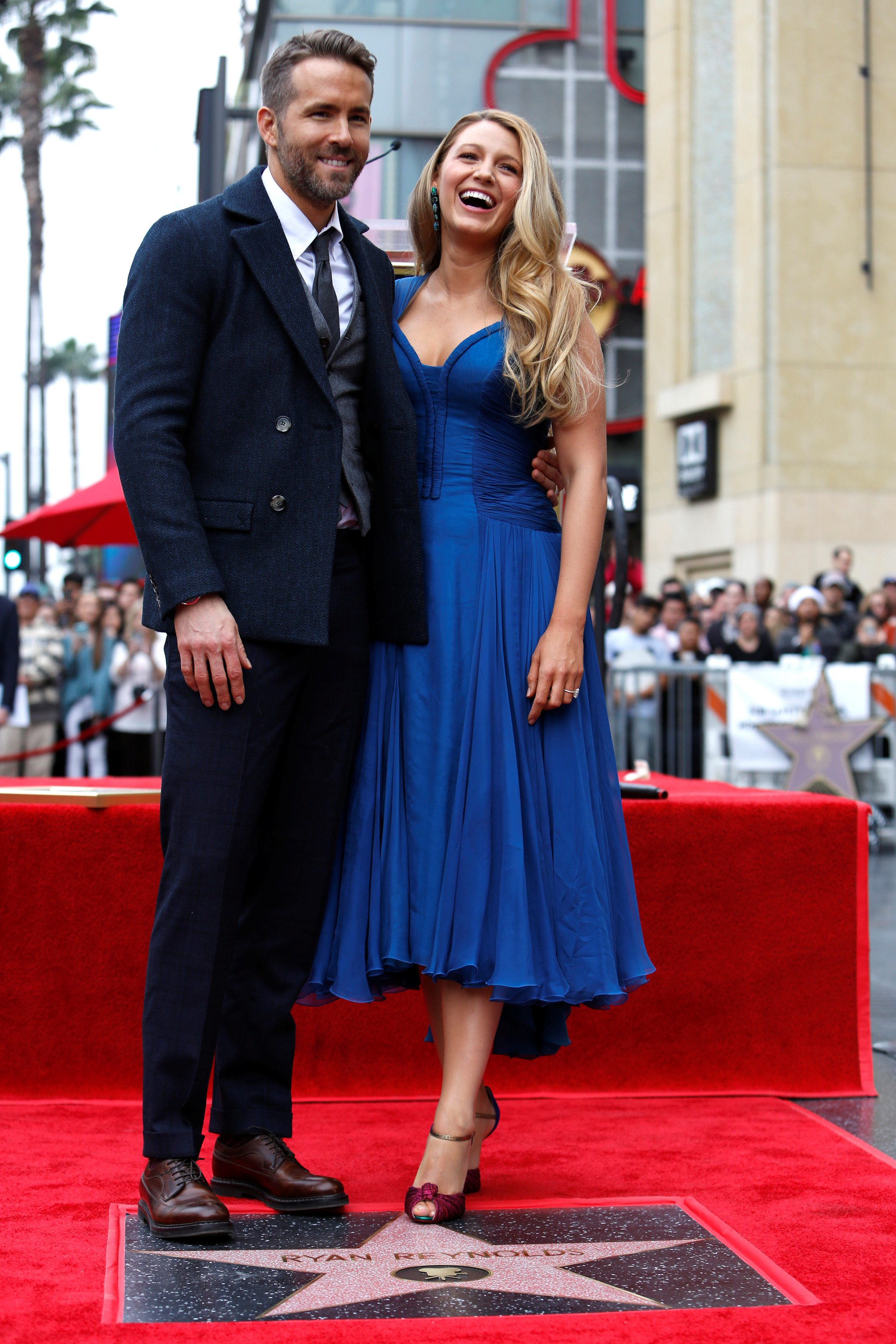 Actor Ryan Reynolds poses with his wife Blake Lively after unveiling his star on the Hollywood Walk of Fame in Hollywood, California U.S., December 15, 2016.   REUTERS/Mario Anzuoni