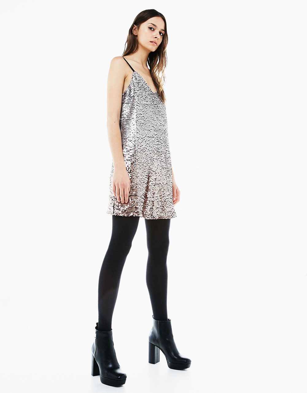 Srebrna šljokičasta haljina (Bershka, 249,90 kn)