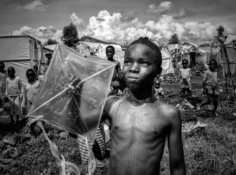 Gulu, Uganda:  Kaže, oteli su ga negdje na jugu Sudana.        Vojnici su odveli dječake koji su mogli nositi puške. Oni koji to nisu mogli, platili su svojim životima