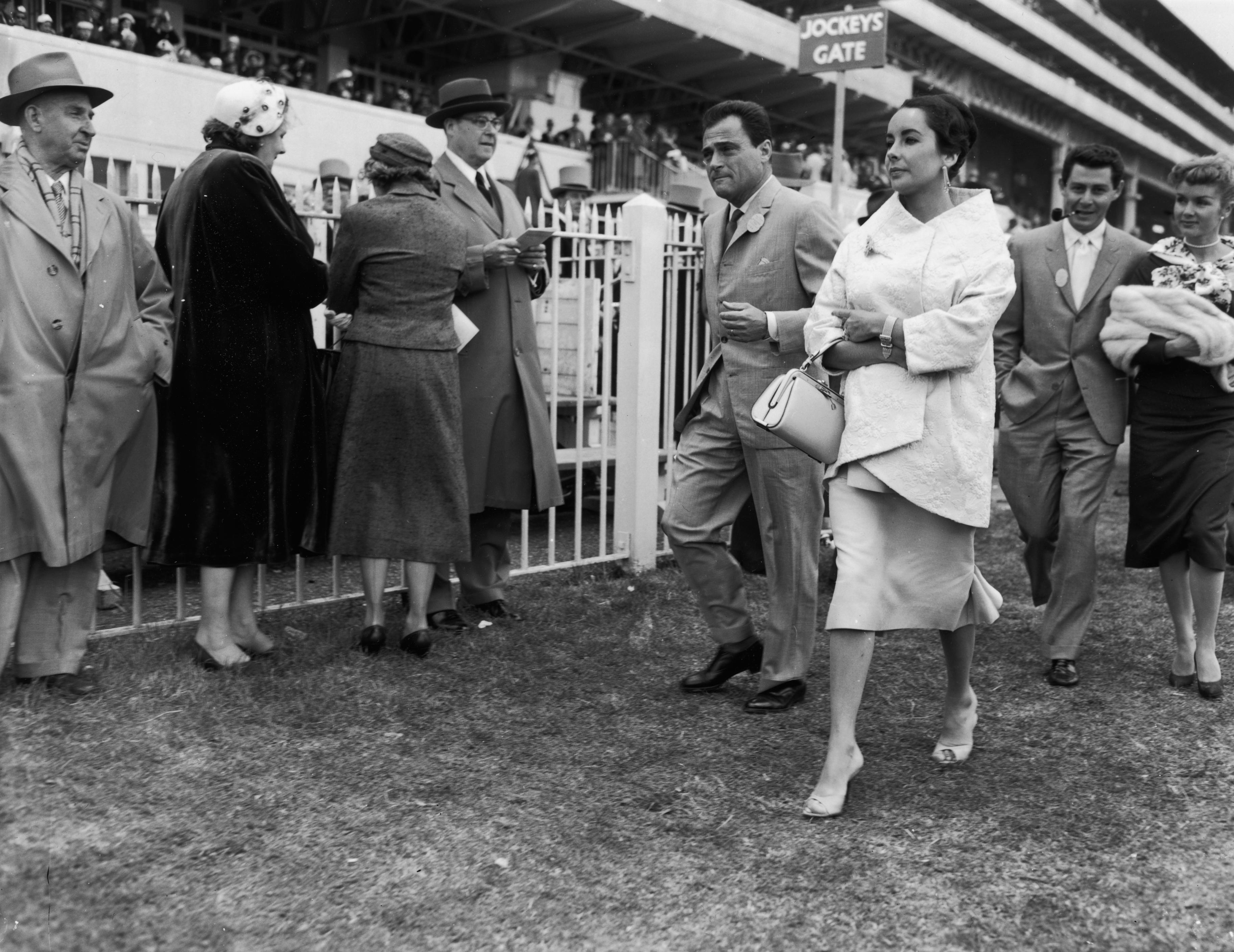 Prijatelji u izlasku 1957. - Elizabeth Taylor s mužem Mikeom Toddom i Debbie Reynolds s mužem Eddiejem Fisherom