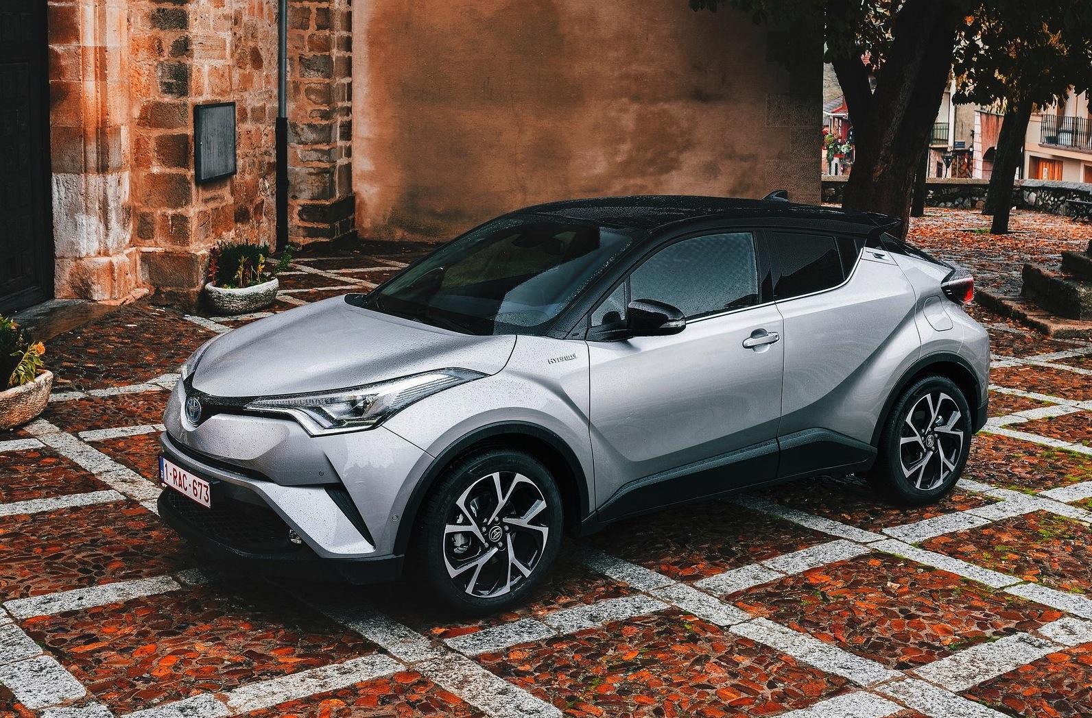 Toyota-C-HR-2017-1600-0a