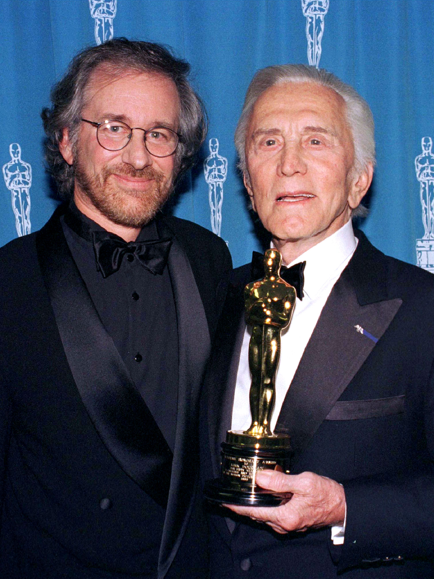 Actor Kirk Douglas holds his honorary Oscar for Lifetime Achievement Award he received from director Steven Spielberg (L) at the 68th Academy Awards in Los Angeles, March 25 - RTXGW0W