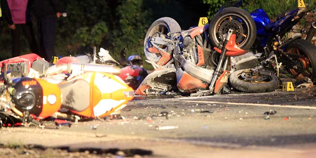 Kraj, 210412.Na drzavnoj cesti 66 u mjestu Kraj danas popodne doslo je do teske prometne nesrece u kojoj se sudarilo 7 motocikala, pet ih je izgorjelo, tri su osobe poginule, a dvije su u kriticnom stanju prevezene u Susacku bolnicu. Ocevid je u tijeku.Foto: Tea Cimas / CROPIX