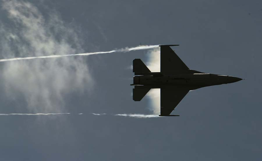 A US Air Force Viper West demo team F-16 Falcon overflies a military parade as part of the F-AIR COLOMBIA 2011 air festival in Rionegro, Antioquia department, Colombia on July 6, 2011. AFP PHOTO/Luis Acosta