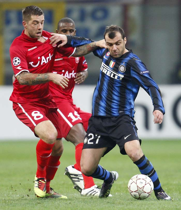 Inter Milan forward Goran Pandev, right, of Macedonia, challenges for the ball with Twente Enschede midfielder Theo Janssen during a Champions League, Group A, soccer match between Inter Milan and Twente Enschede at the San Siro stadium in Milan, Italy, Wednesday, Nov. 24, 2010. (AP Photo/Antonio Calanni)