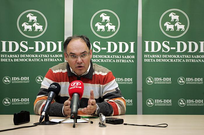Pula, 260109.Damir Kajin (saborski zastupnik) na press konferenciji u prostorijama IDS-a. Tema press konferencije su Slovensko Hrvatski odnosi.Foto: Srecko Niketic / CROPIX