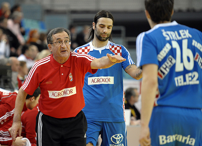 Croatia's head coach Lino Cervar, left, Ivano Balic and Manuel Strelek are seen during a handball match against Poland at a four nation tournament in Wr. Neustadt, Austria, on Saturday, Jan. 9, 2010. (AP Photo/Hans Punz)