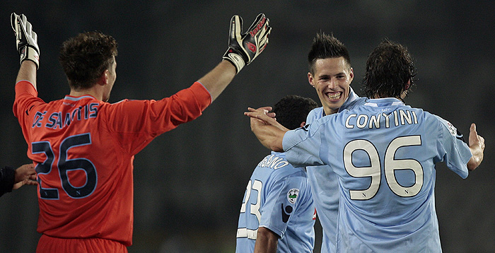 Naples' midfielder Marek Hamsik of Slovakia (C) celebrates the team's victory over Juventus with teammate Matteo Contini (R) and Morgan De Sanctis (L) during their Serie A football match at Turin's Olympic Stadium on October 31, 2009. AFP PHOTO / EMILIO ANDREOLI