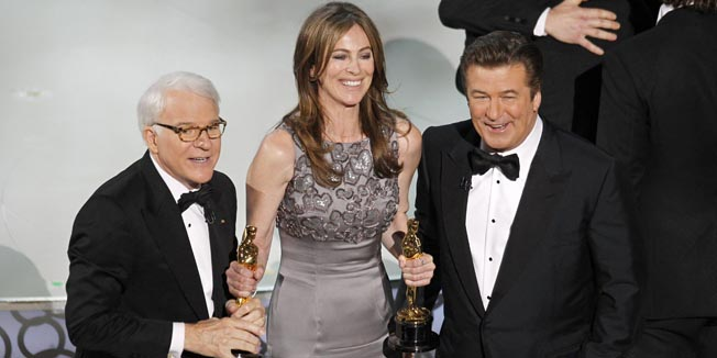 """Kathryn Bigelow, best director winner for """"The Hurt Locker"""" stands with show hosts Steve Martin (L) and Alec Baldwin during the 82nd Academy Awards in Hollywood, March 7, 2010.   REUTERS/Gary Hershorn  (UNITED STATES)  (OSCARS-SHOW - Tags: ENTERTAINMENT)"""