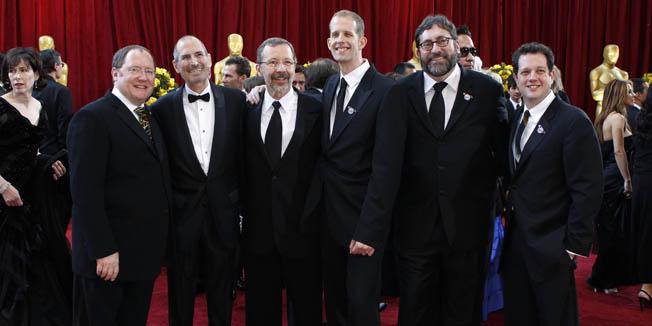Steve Jobs s ekipom studija Pixar čiji je crtić 'Nebesa' dobio Oscara