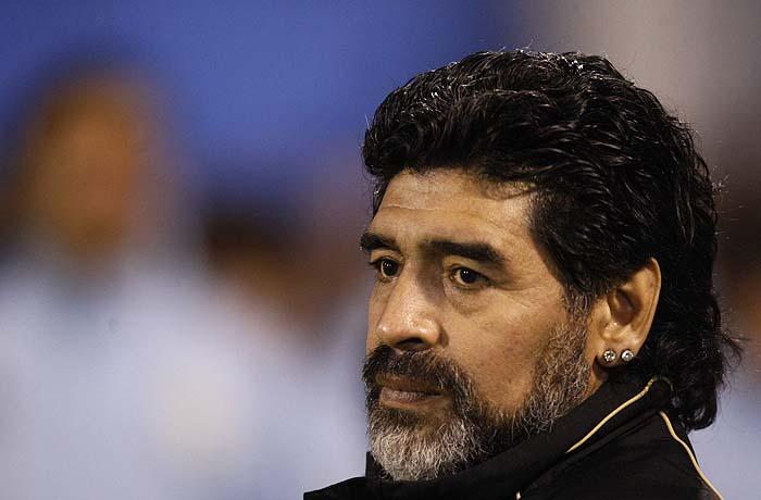 Argentina's head coach Diego Maradona watches their friendly soccer match against Haiti in Cutral Co, May 5, 2010.  REUTERS/Marcos Brindicci (ARGENTINA - Tags: SPORT SOCCER PROFILE HEADSHOT)