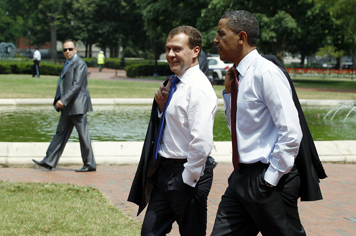 U.S. President Barack Obama (R) and Russia's President Dmitry Medvedev walk across Lafayette Park from the White House to U.S. Chamber of Commerce to attend the U.S.-Russia Business Summit in Washington, June 24, 2010. Obama and Medvedev agreed on Thursday to allow U.S. companies to restart exports of poultry to Russia as the two leaders found common ground on trade and investment. REUTERS/Larry Downing (UNITED STATES - Tags: POLITICS)