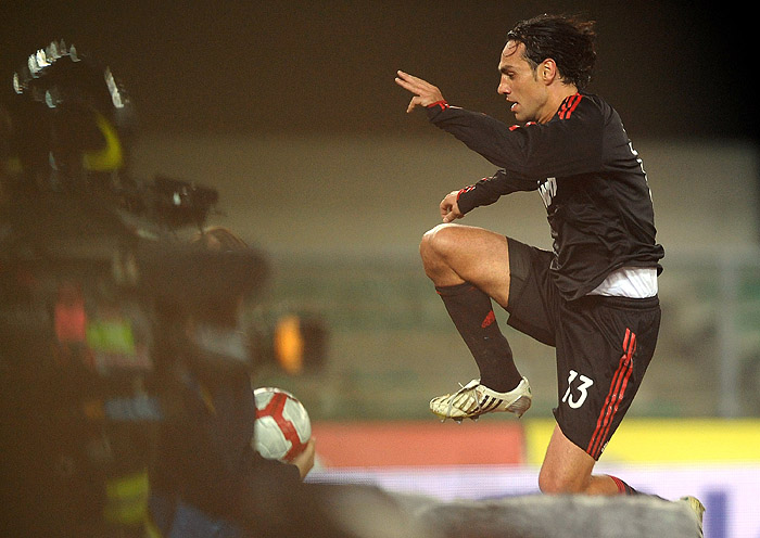 AC Milan's defender Alessandro Nesta celebrates after scoring his team's second goal during their Italian serie A football match against Chievo  at Marcantonio Bentegodi stadium in Verona on October 25, 2009. AC Milan won 2-1.  AFP PHOTO / ALBERTO PIZZOLI