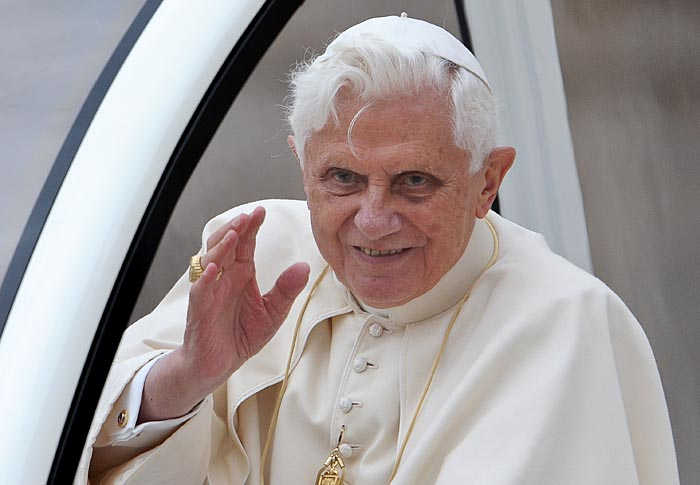 Pope Benedict XVI waves at pilgrims gathered on Saint-Peter's square at the Vatican as he leaves after his weekly general audience on November 4, 2009.  AFP PHOTO / ANDREAS  SOLARO
