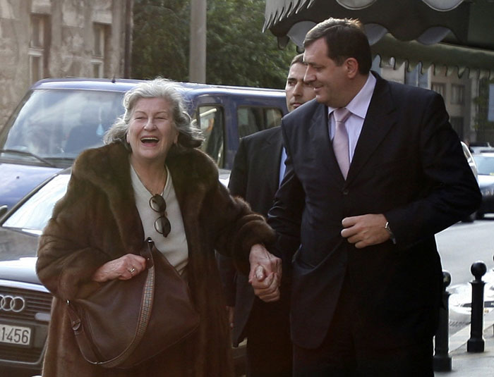 Former Bosnian Serb President Biljana Plavsic (L) smiles with Bosnia's Serb Republic Prime Minister Milorad Dodik after arriving in Belgrade October 27, 2009. Sweden on Tuesday released Plavsic, two-thirds into an 11-year jail term for war crimes, the Swedish prison authority said.REUTERS/Igor Pavicevic  (SERBIA CONFLICT CRIME LAW POLITICS)