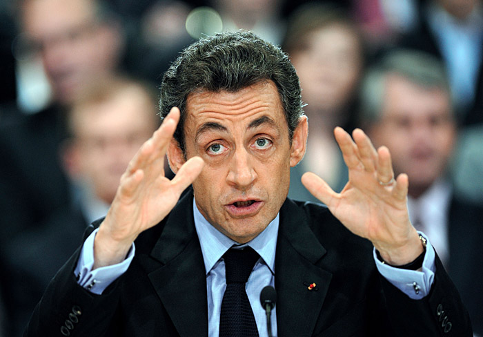"""French President Nicolas Sarkozy speaks during a debate with several ministers to discuss the priorities of the """"grand loan"""" (Grand Emprunt), on December 8, 2009 in Geispolsheim, eastern France.      AFP PHOTO ERIC FEFERBERG"""