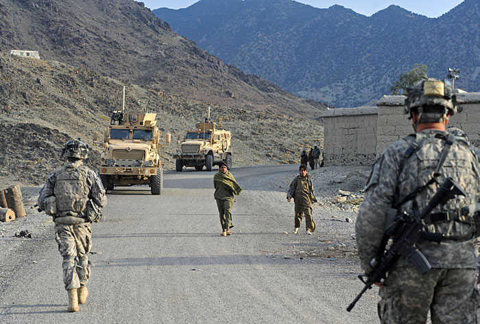 """US soldiers from First Batallion, 32nd infantry Regiment 3rd Brigade, 10th Mountain division patrol in Kunar on December 14, 2009.  US President Barack Obama vowed December 10 that Afghanistan would not become a """"permanent protectorate"""" of the United States as he defended his decision to begin withdrawing US forces in July 2011. In a December 1 speech announcing he would send 30,000 more US troops to the war, Obama named a date for a drawdown to begin but he has not stated a deadline for completion of the withdrawal. AFP PHOTO/Tauseef MUSTAFA"""