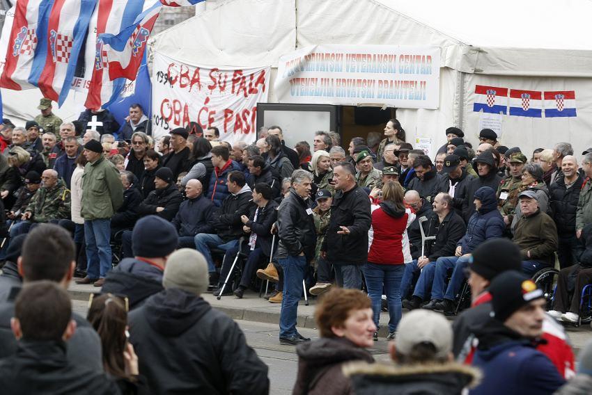Prosvjed branitelja pred ministarstvom
