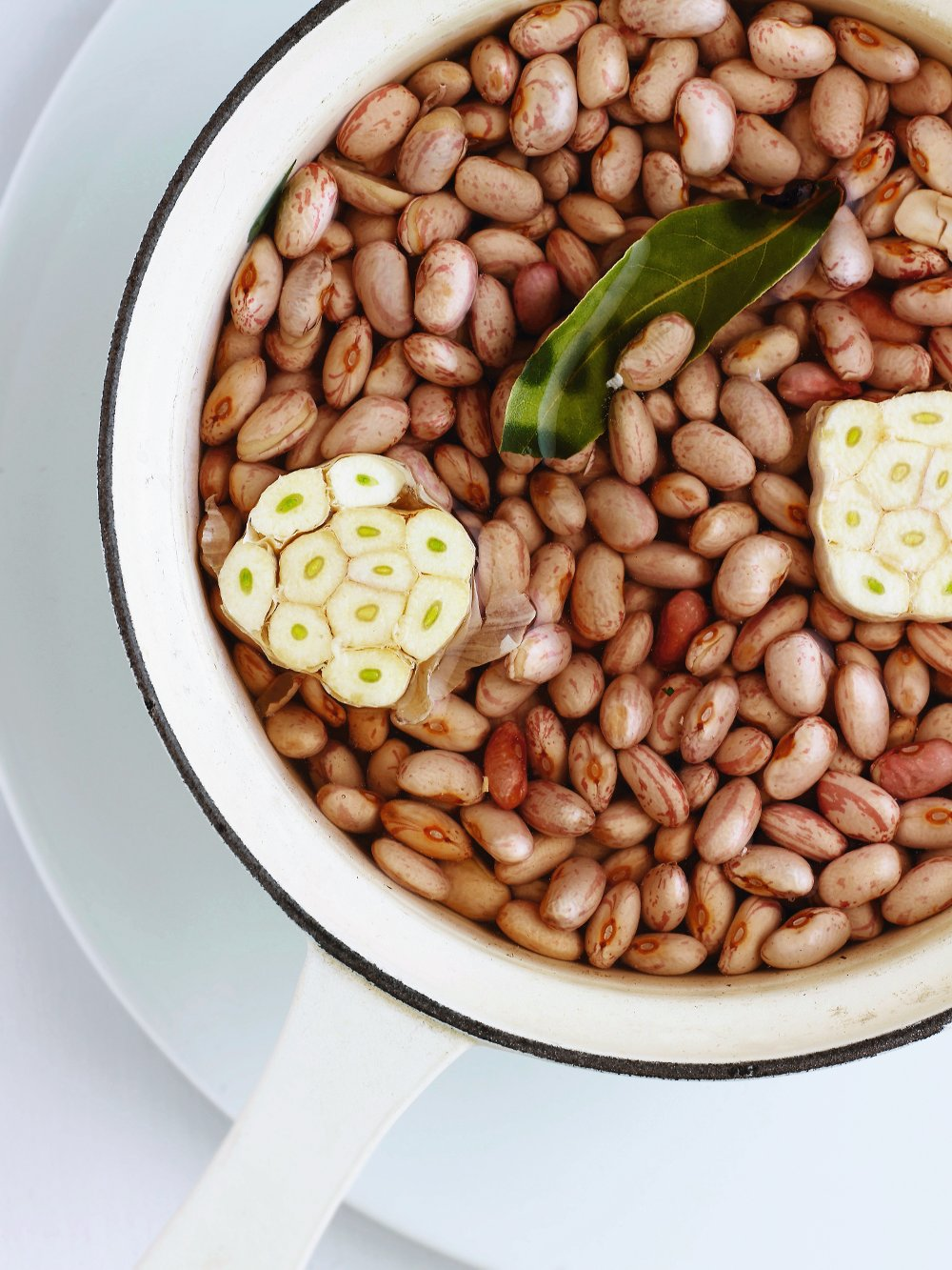 soaked-borlotti-beans-with-garlic-and-bay-leaf.bin